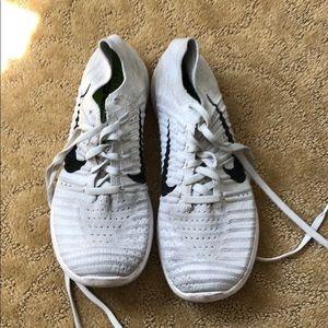 Size 7.5 Nike free rn flyknit